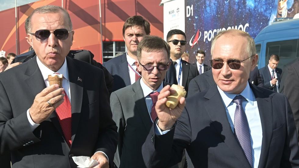 Путин угощает Эрдогана мороженым / Вчерашнее фото 27.08.19