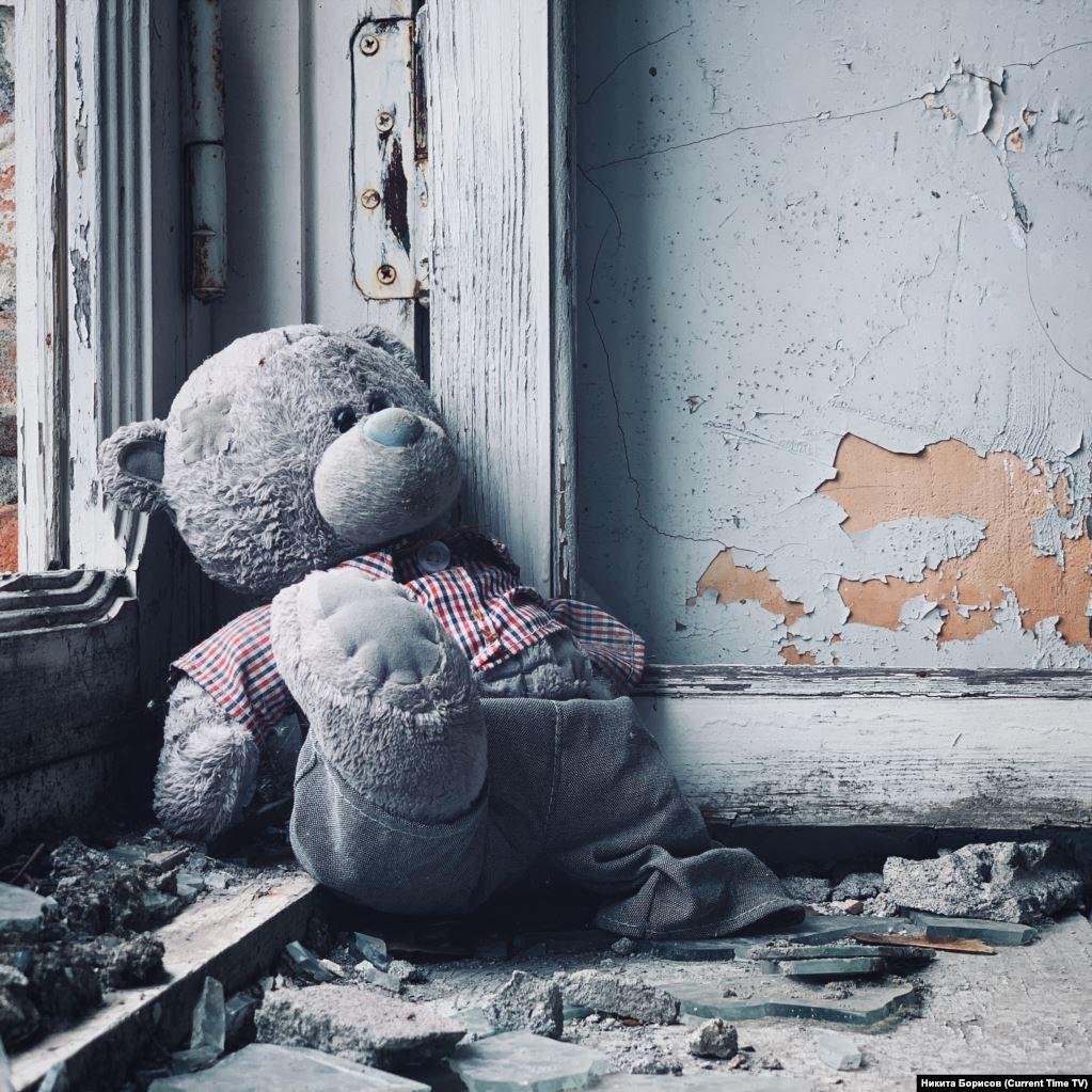 Мишка в бесланской школе №1 / Вчерашнее фото 01.09.19